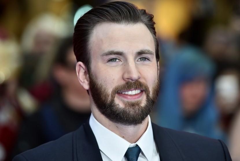 Pemeran Captain America, Chris Evans Tertangkap Kamera Bersama Lily