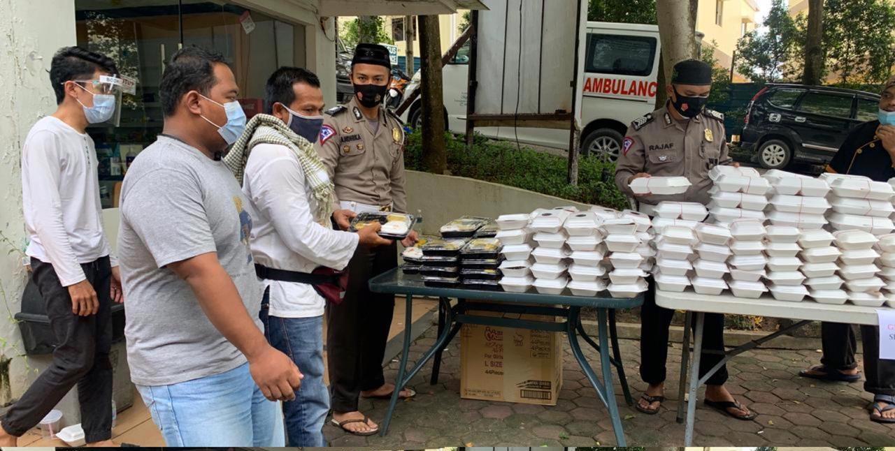 Jum'at Barokah, Polres Barelang Rutin Bagikan Nasi Kotak ...